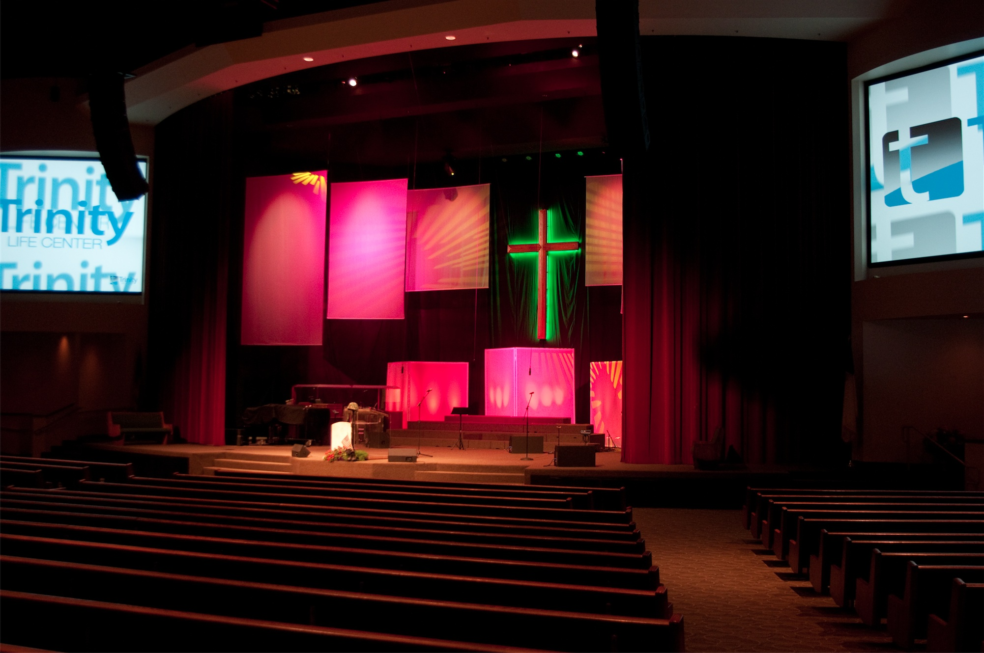 Displaying 18> Images For - Contemporary Church Stage Design...
