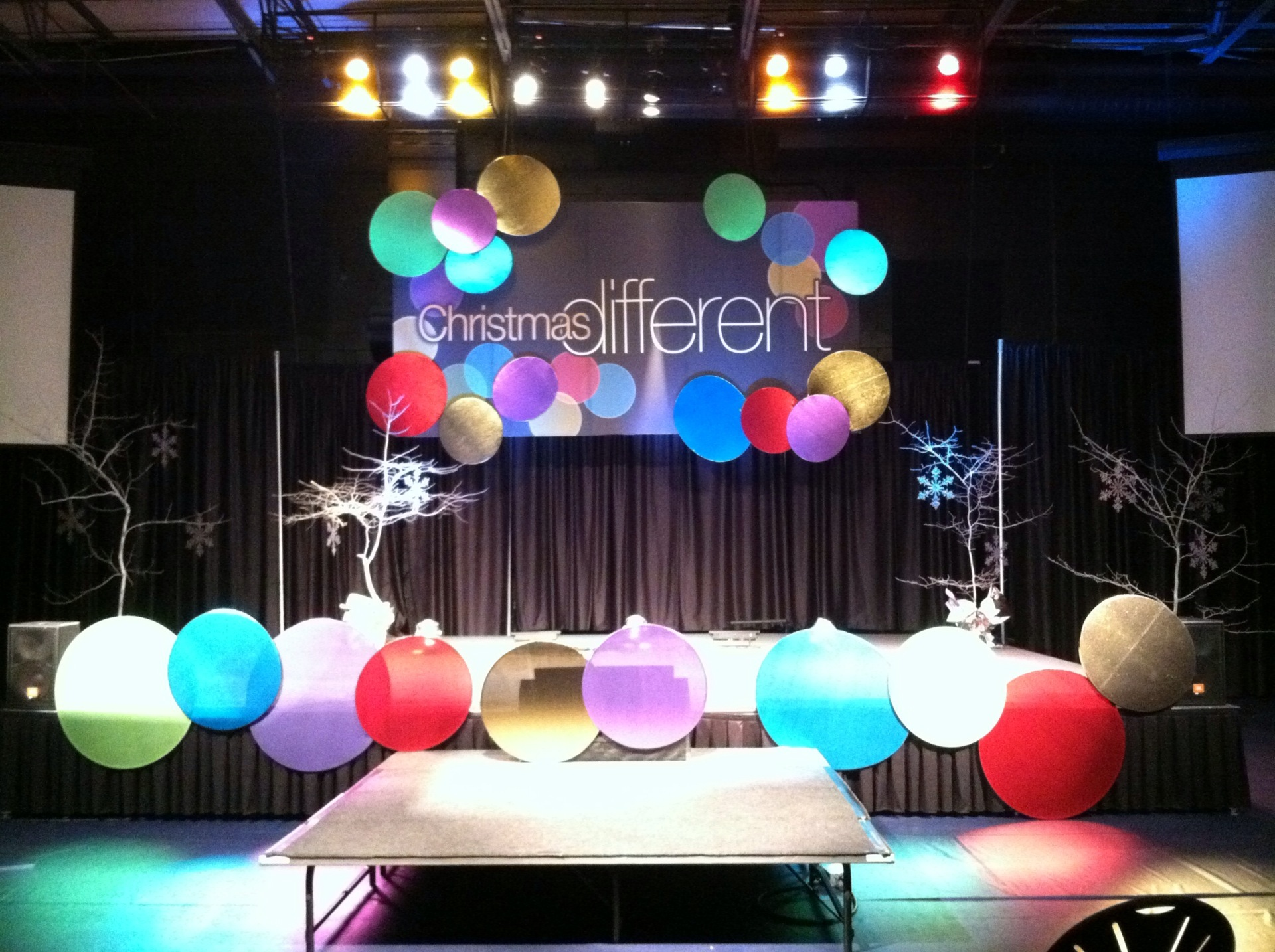 big stage on a small stage on pinterest discover the best trending church stage decorations ideas and more fabrics companies in usa and church stage - Small Church Stage Design Ideas