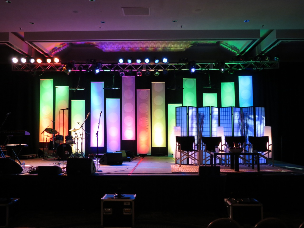 dot banners church stage design ideas - Church Stage Design Ideas