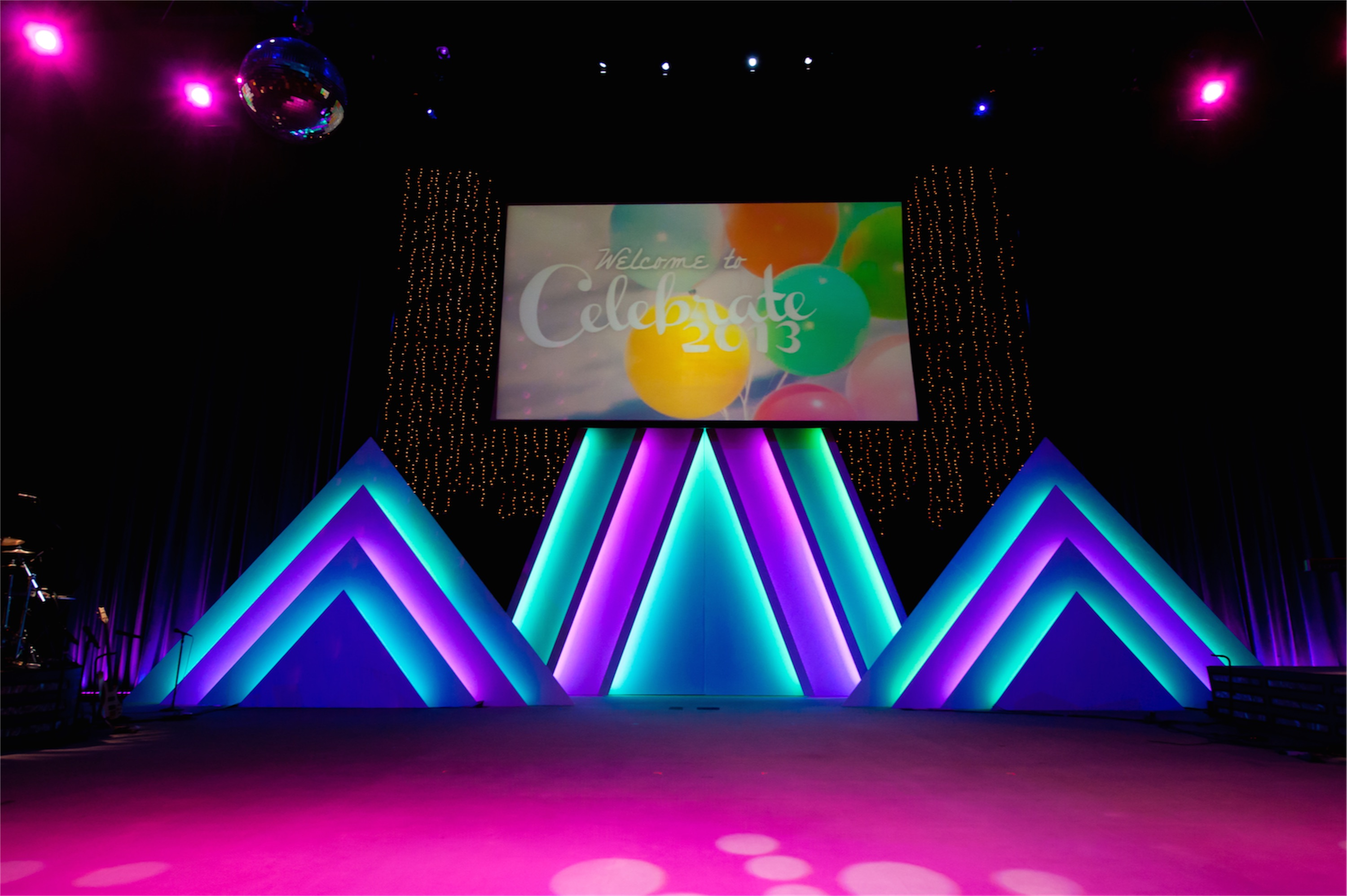 Stacked Triangles Church Stage Design Ideas