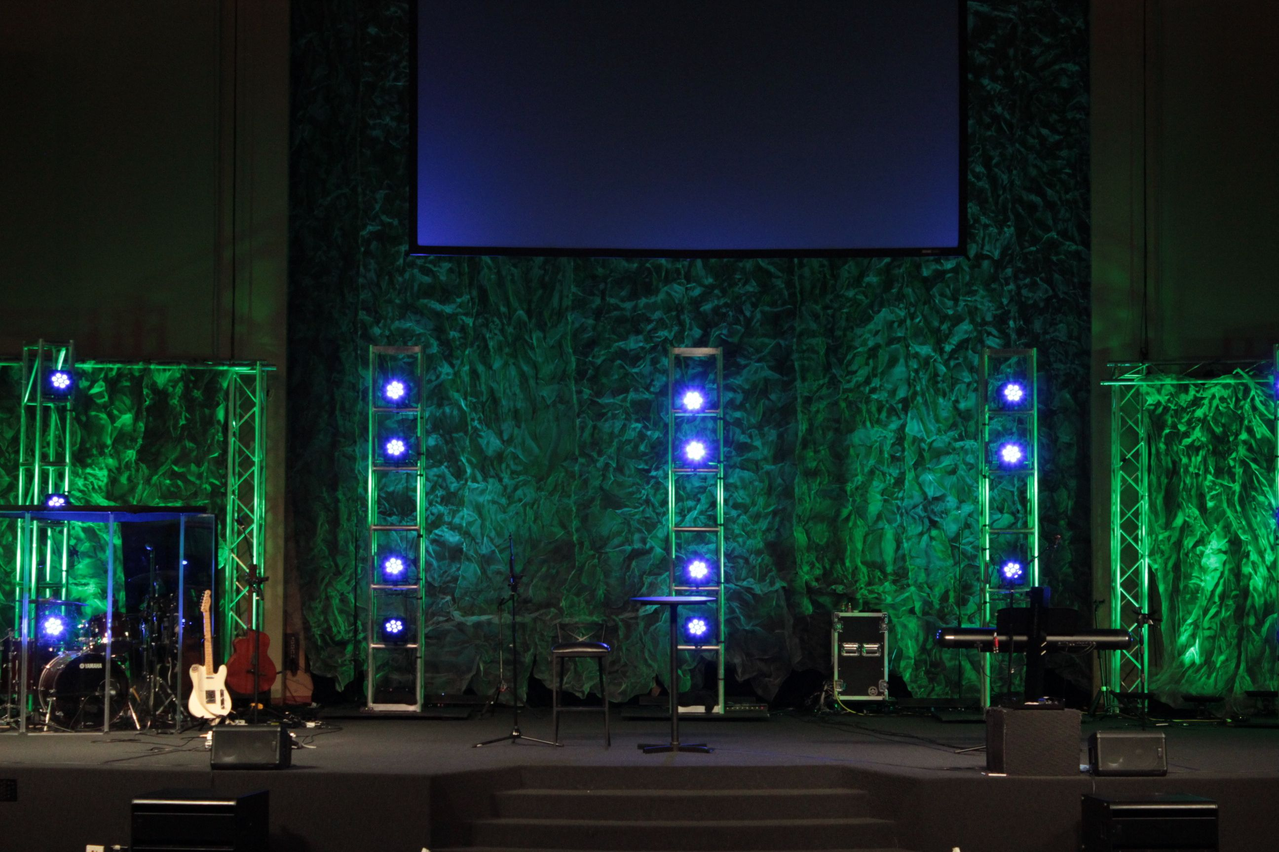 Trusses Over Screens Stage Design Church Stage Design Ideas