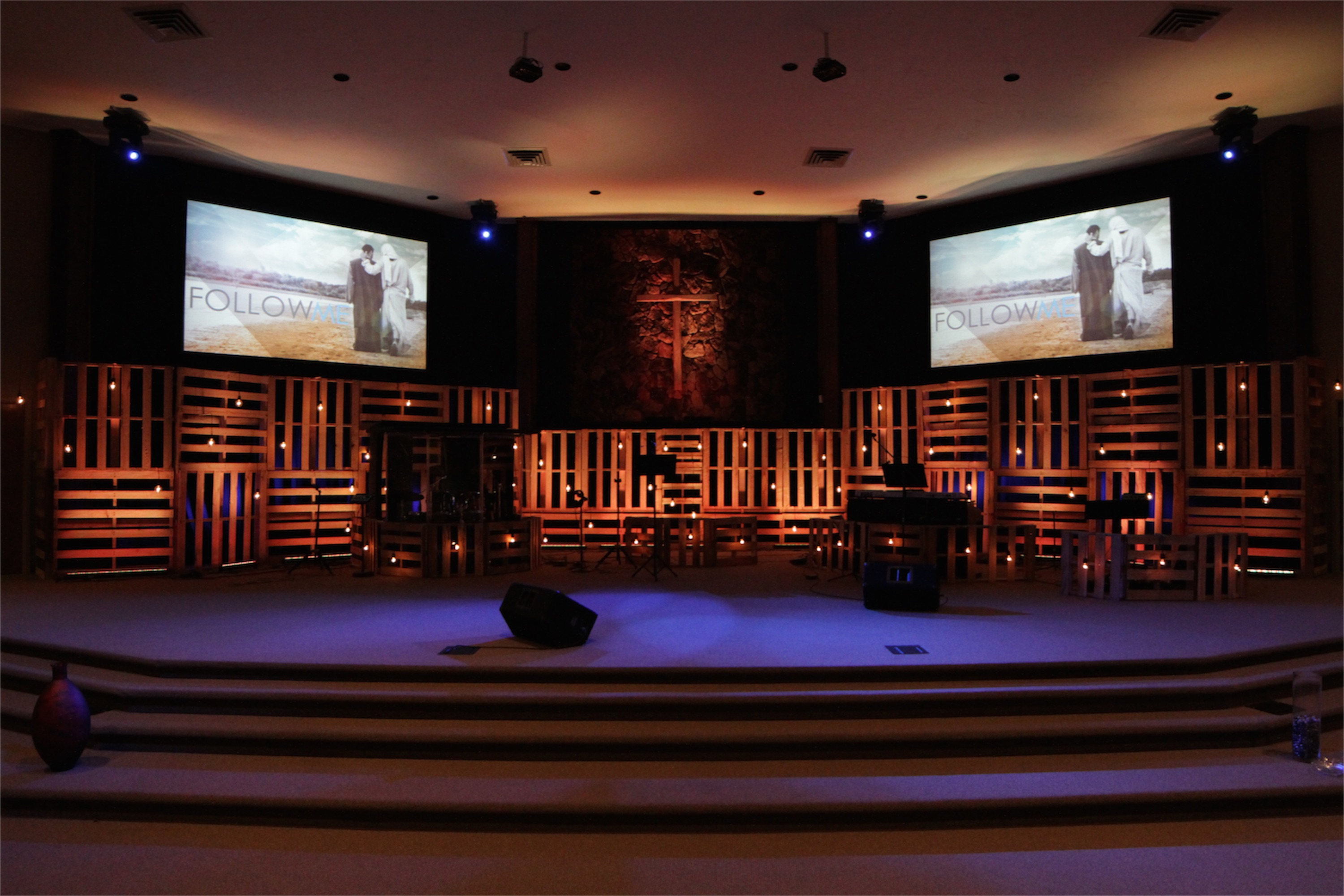 Rotated Pallets : Church Stage Design Ideas