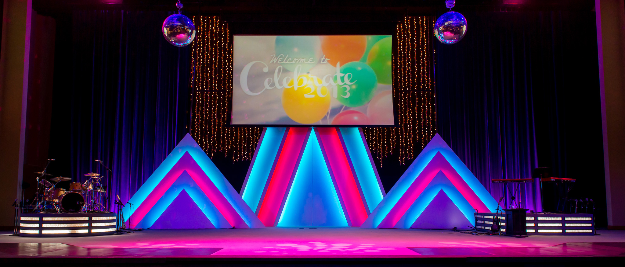 stacked triangles church stage design ideas - Church Stage Design Ideas
