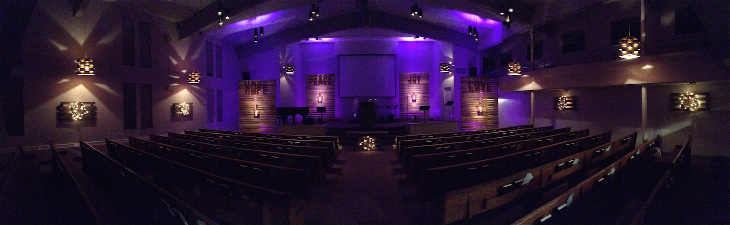 Clever Christmas Wreath Lamps Church Stage Design Ideas