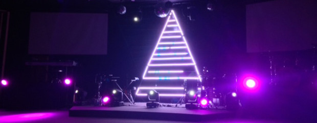 Separated-Tree-Christmas-Stage-Design
