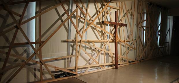 Criss-Crossed-Lumber-Stage-Design