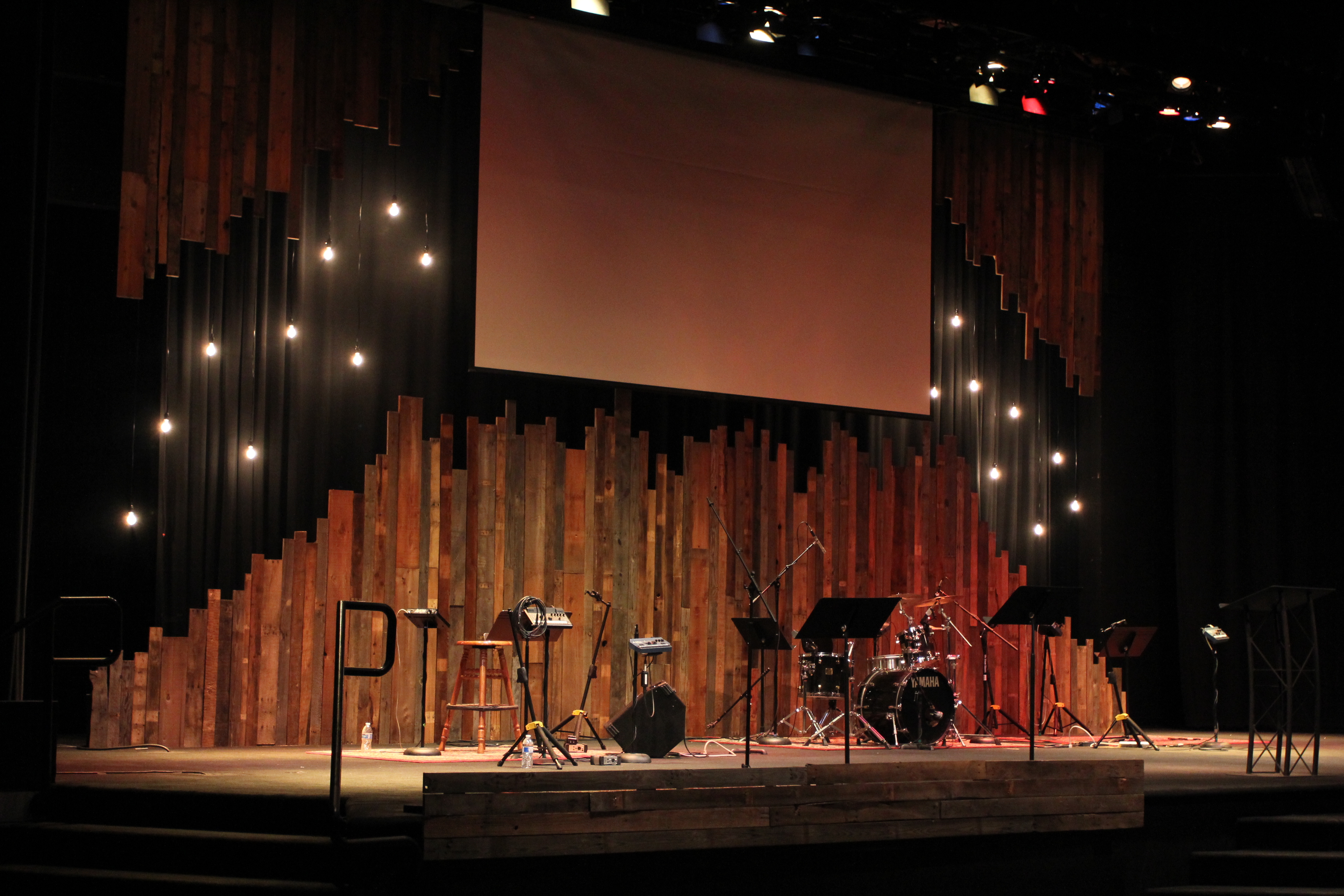 Pallet Gaps Church Stage Design Ideas