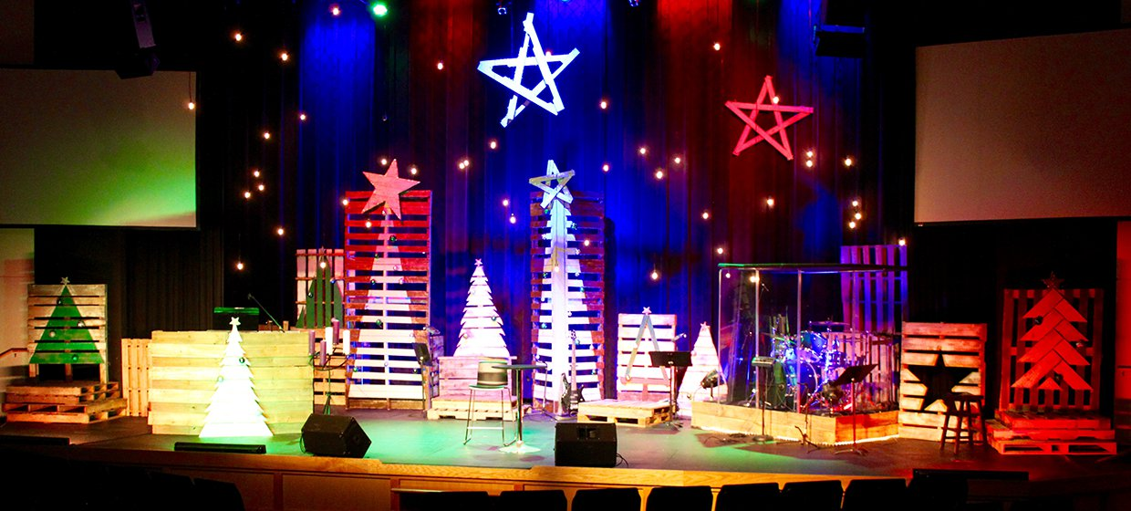 Multi Pallet Christmas Church Stage Design Ideas
