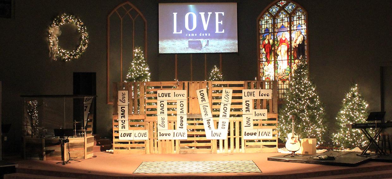 Pallet Testimonies Church Stage Design Ideas