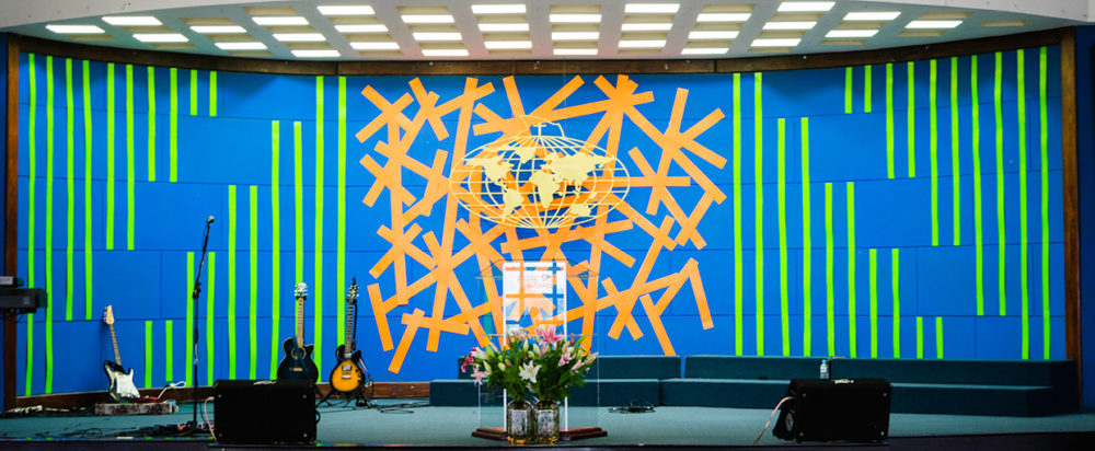 bright-and-cheery-stage-design