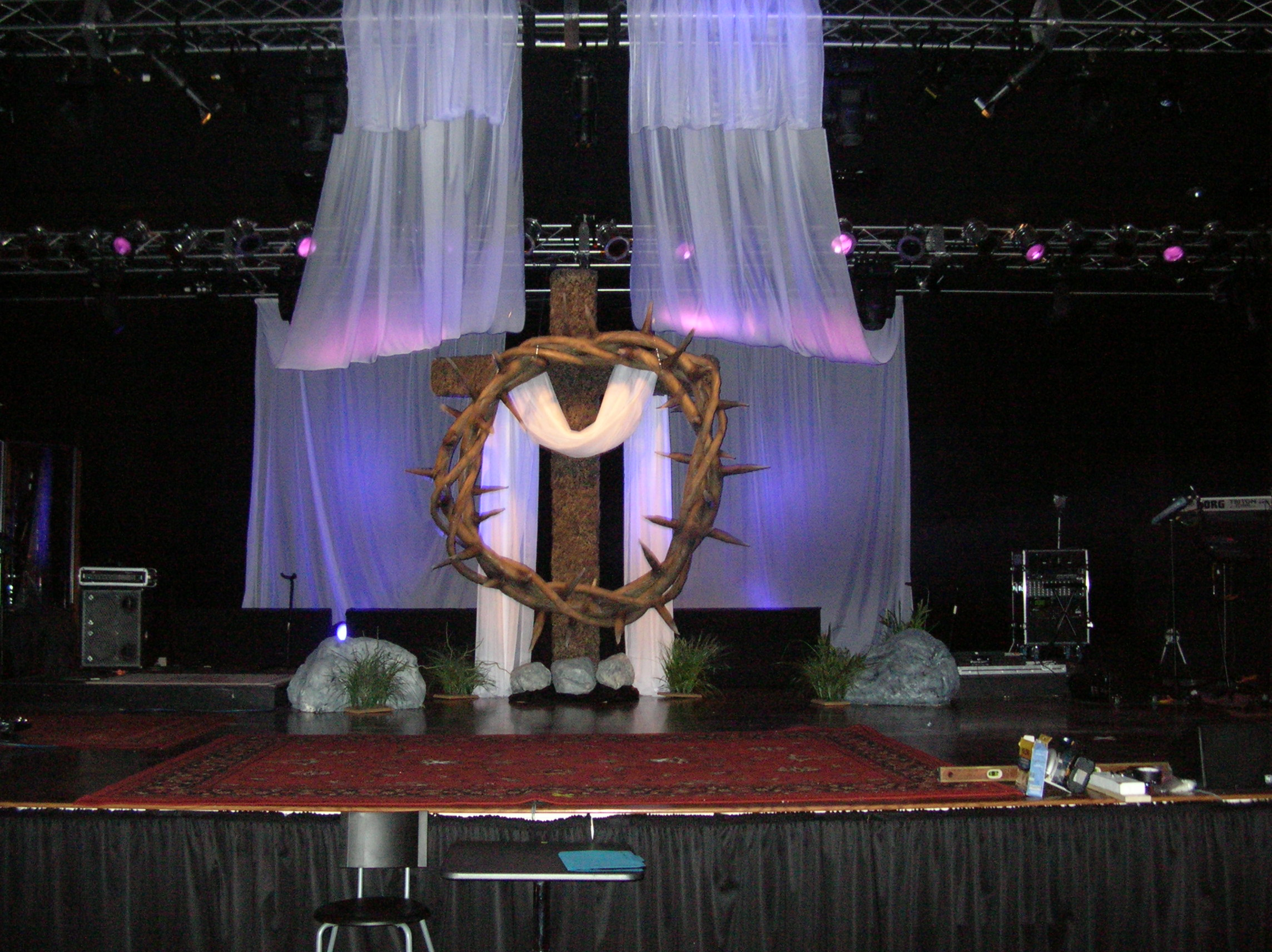 Crown and thorns church stage design ideas
