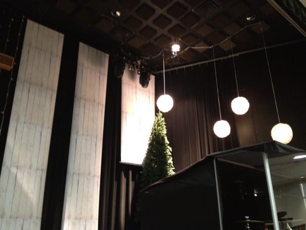 Christmas_2012_stage_design_pic_2