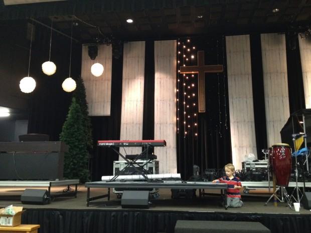 Christmas_2012_stage_design_pic_6