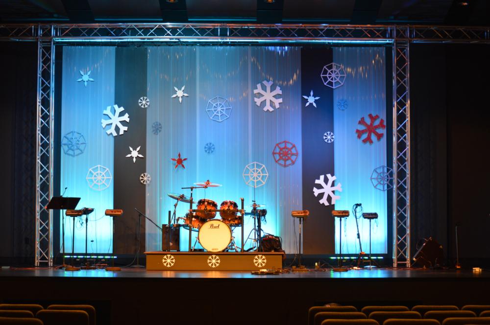 Winter-2015-Stage-Set_spots