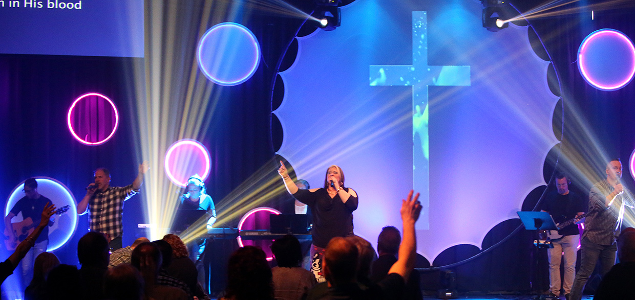 Glowing in Circle | Church Stage Design Ideas